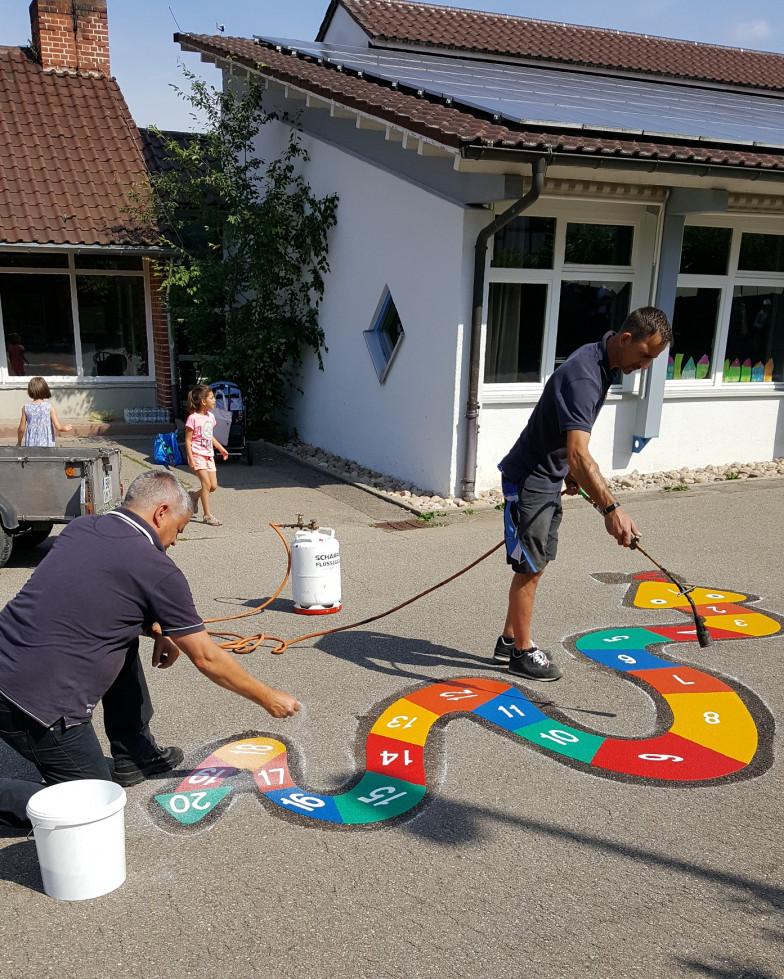 Freunde der Wiestalschule legen engagiert Hand an.