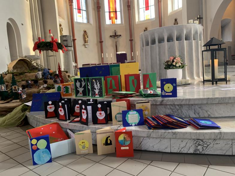 Kartengrüße am Altar